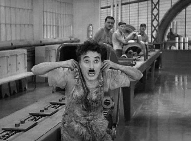 Fotograma de la película Tiempos Modernos (Chaplin)