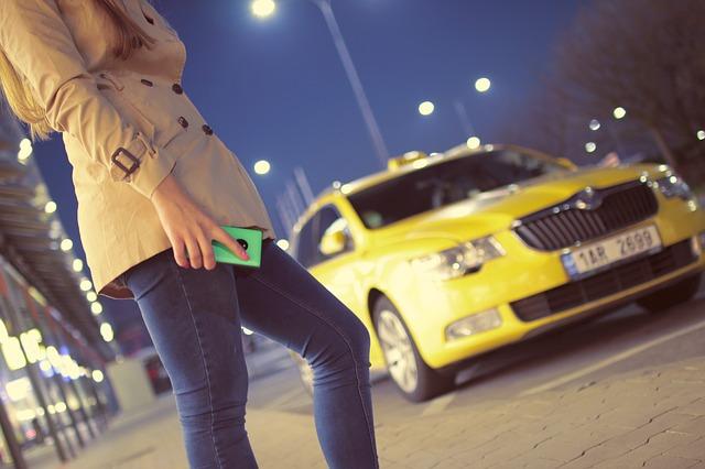 Modelos de Negocio Decadentes: Uber y los taxis