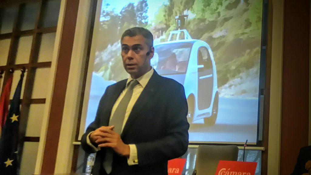 Enrique Dans en otro momento de la charla: los coches autotripulados